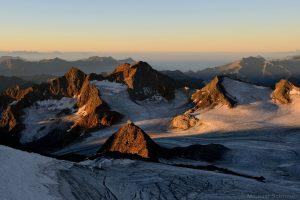 Becherhaus und Übeltalferner bei Sonnenaufgang gesehen vom Wilden Freiger