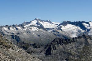 Großvenediger mit Obersulzbachfernerkees und Dorfer Kees gesehen von der Zillerplattenspitze
