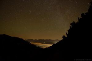 Sternenhimmel mit Hochnebel im Oberinntal