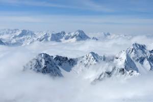 Gipfel über Hochnebel