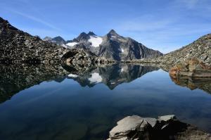 Bergsee mit Lüsener Fernerkogel