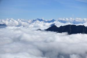 Zillertaler Alpen bei Hochnebel