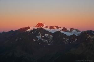 Erste Sonnenstrahlen auf der Wildspitze