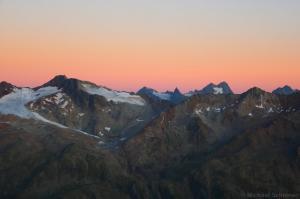 Innere Schwarze Schneide und Watzespitze bei Sonnenaufgang