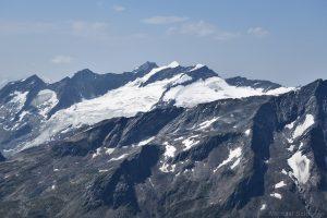 Dreiherrenspitze und Simonyspitzen mit Simonykees gesehen von der Weißspitze