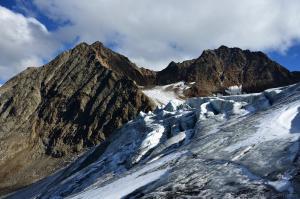 Gletscherbruch mit Westl. Seespitze und Ruderhofspitze